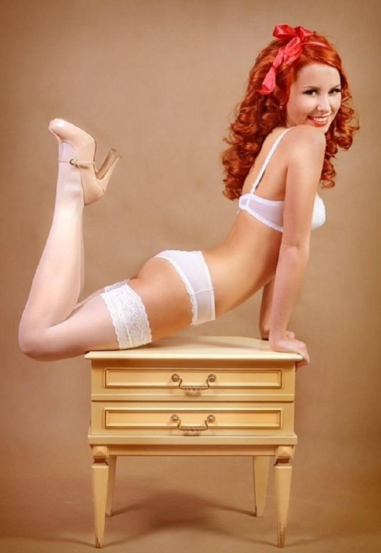 Cute girl pinups plump redhead