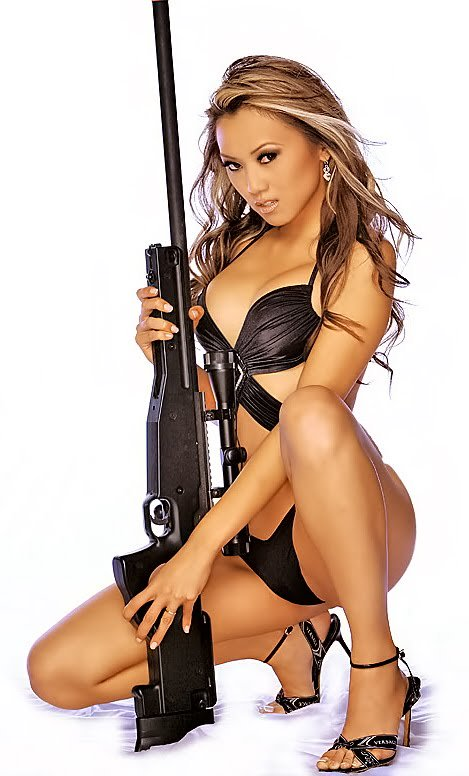 sexy-girls-and-gun